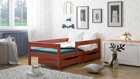 un lit pour un enfant en bois massif