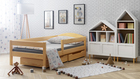un lit en bois massif